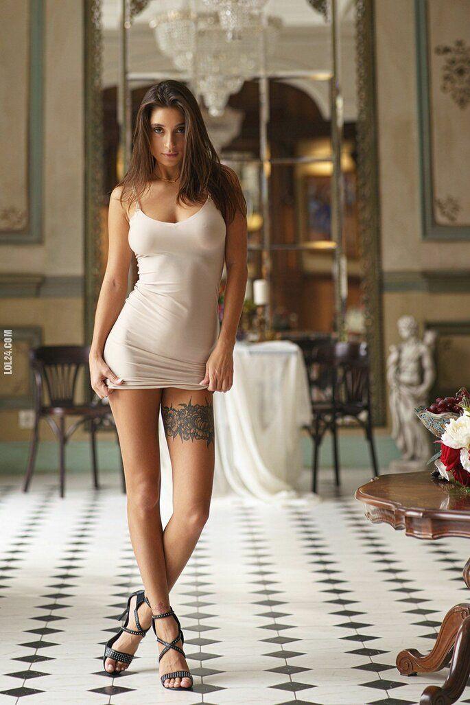 kobieta : W sukience 2