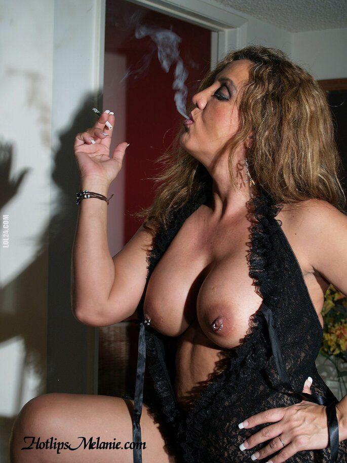 erotyka : Dama z papierosem