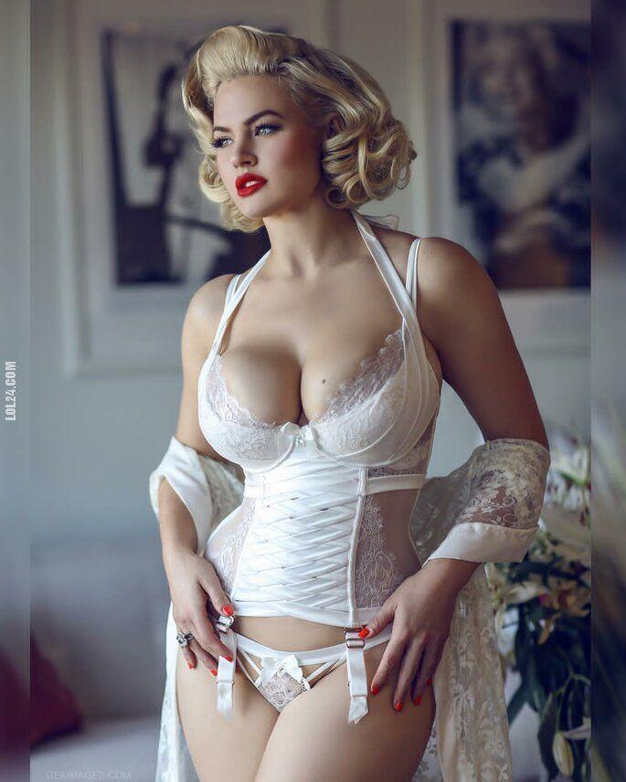 kobieta : Z twarzą Marilyn Monroe