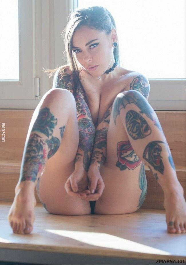 erotyka : Dziewczyna z tatuażem..