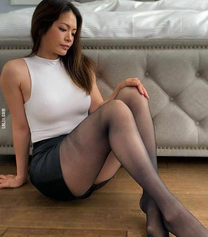 kobieta : Niech nogi odpoczną po całym dniu pracy