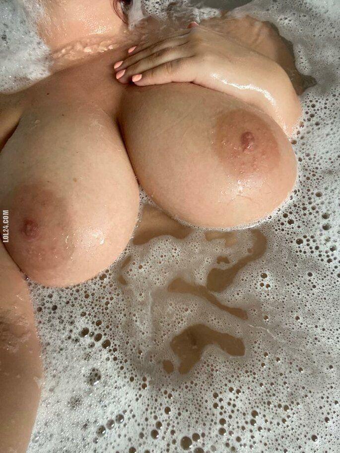 erotyka : Kto uwielbia duże piersi