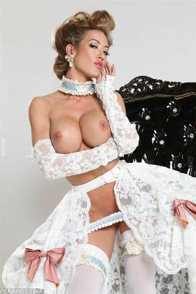 erotyka : Dama w niekompletnym stroju.