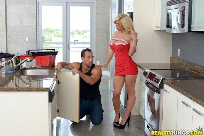 urocza, słodka : Panie hydrauliku, przepcha mi pan rurę?