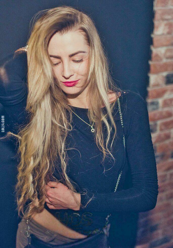 kobieta : Blondi w klubie