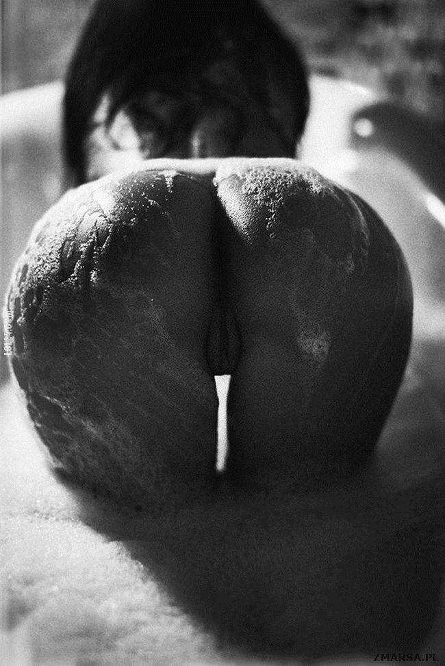 erotyka : Mokra pupą.