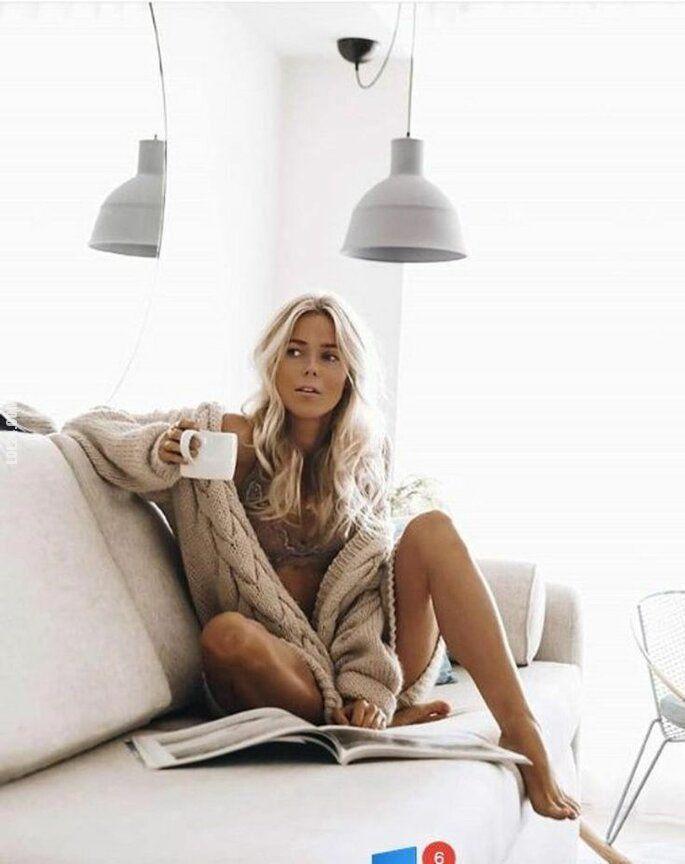 urocza, słodka : Poranek przy kawie.