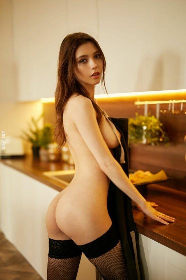 erotyka : Ślicznotka w łóżku