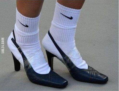 newest fcdab adbdf Skarpetki nike i buty na obcasie przyklejone taśmą