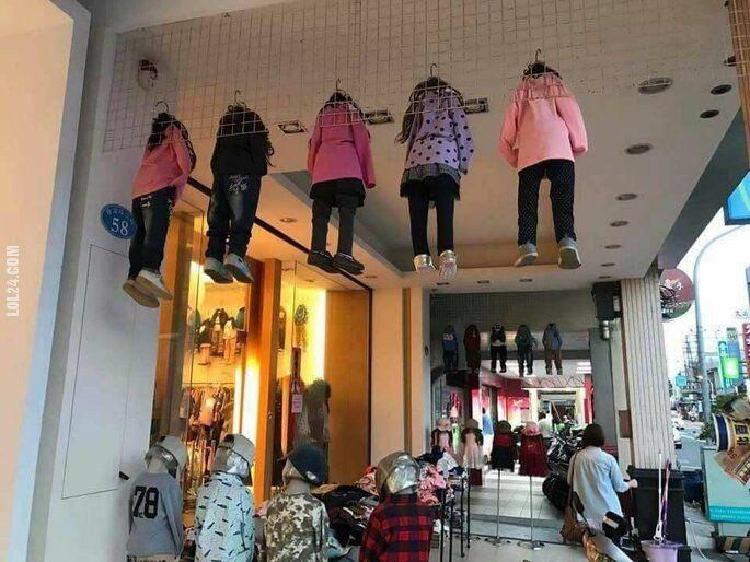 złudzenie : Tymczasem w sklepie dla dzieci