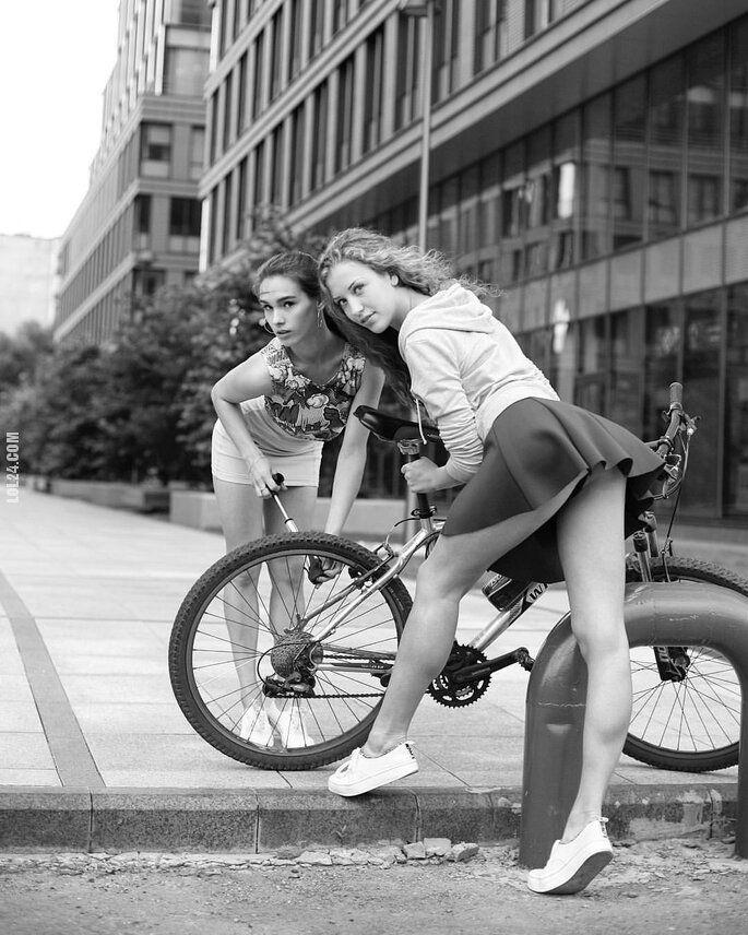 kobieta : Kolega chce pomóc napompować koło w rowerze?