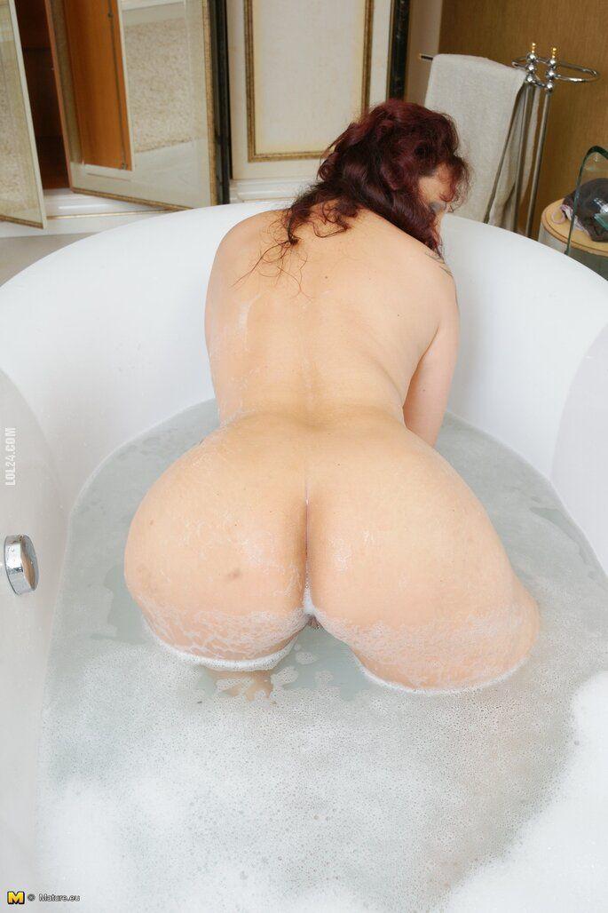 NSFW : Dojrzała w wannie