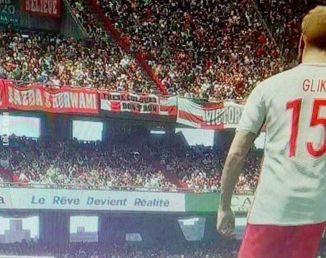 """wpadka : Wpadka gry PES 2018. Transparent """"JAZDA Z KURWAMI"""" na trybunach"""