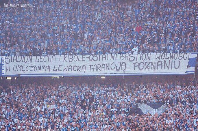 """napis, reklama : """"Umęczony lewacką paranoją Poznań"""""""