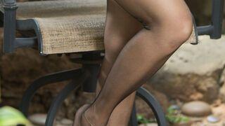 Nogi w czerni