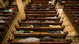 Bezdomni w San Francisco mogę przespać się na ławkach  w kościele