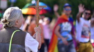 Egzorcyzm na paradzie równości