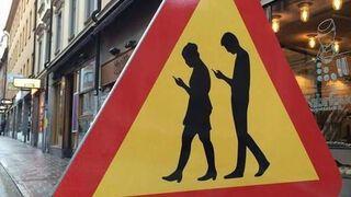 Nowy znak drogowy na smartfonowe zombie!