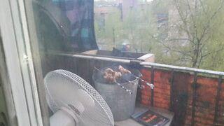 Grill balkonowy z wiadra