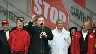 Prałat i komuniści