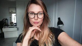 Katrin w okularkach