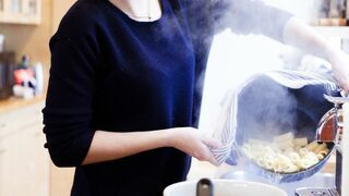 Dziewczyna ma talent do gotowania