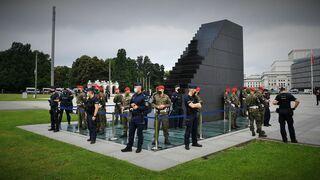 Najważniejsze służby w Polsce bronią schodów do nieba