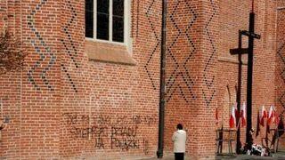 Protest przeciw pogrzebowi na Wawelu