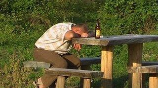 zasnął przy piwku
