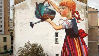 Dziewczynka z konewką - Mural Arts