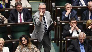 Poseł PiS pokazał środkowy palec w Sejmie