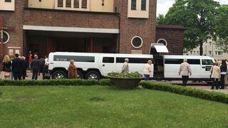 Tak 8-latka przyjechała limuzyną na spotkanie z Bogiem do kościoła