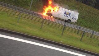 Płonący znicz na A1