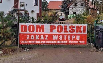 """""""DOM POSLKI. ZAKAZ WSTĘPU - żydom, komuchom oraz wszystkim złodziejom i zdrajcom Polski"""""""