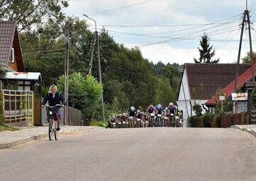 Babcia na czele peletonu kolarskiego