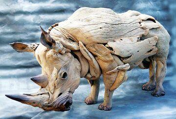 Nosorożec z drewna