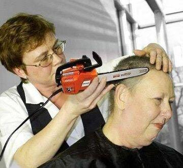 U fryzjera, kosiarką....