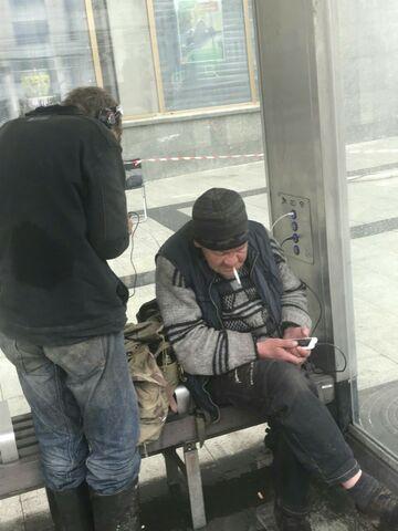 Ładowanie tel. na przystanku