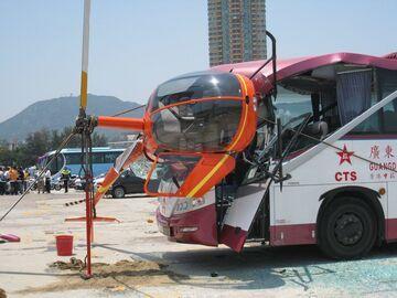 Zderzenie autobusu z helikopterem