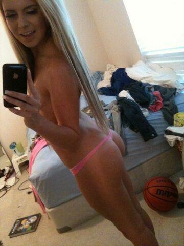 Urocze selfie wykonaniu blondynki