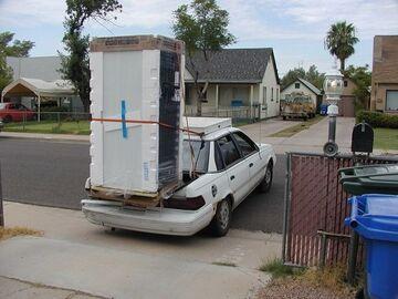 Transport lodówki autem osobowym