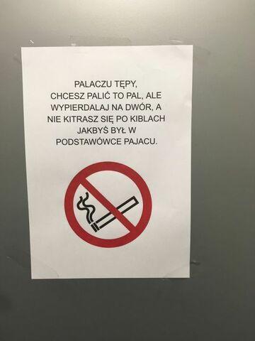 Informacja dla palaczy w łazience