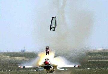 Katapulta się podczas startu myśliwca
