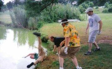Gdzie trzech sie bije tam czwarty do wody leci