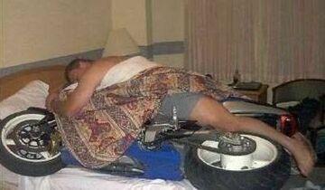 śpi z motorem