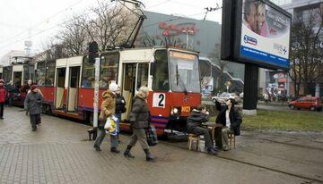 po mały ma torach tramwajowych