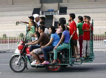 Ile osób zabierze motocykl? Tyle. :)