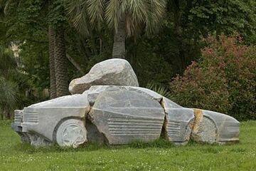 auto z kamienia