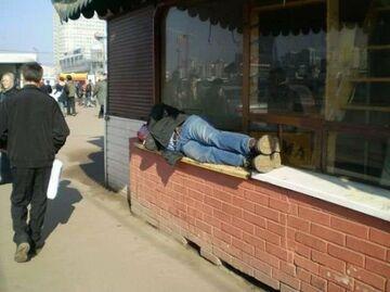 zasnął na ladzie