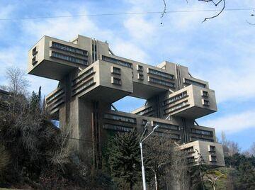 dziwna budowla